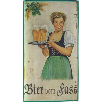 Bier vom Fass Kellnerin stehend