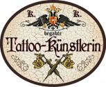 Tattoo-Künstlerin +